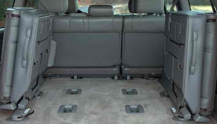 isuzu trooper a second hand seven seat mpv. Black Bedroom Furniture Sets. Home Design Ideas