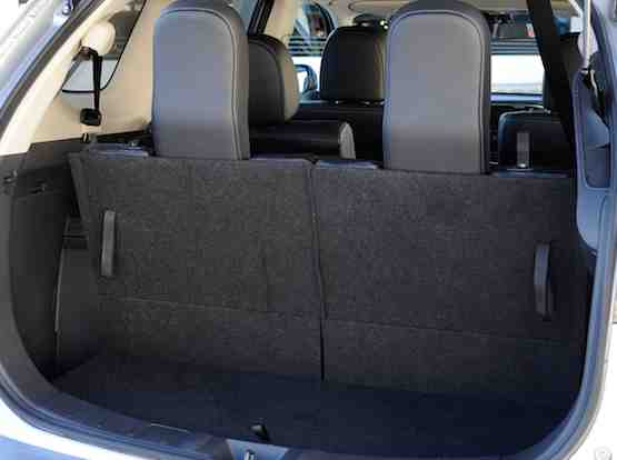 Mitsubishi-Outlander boot space