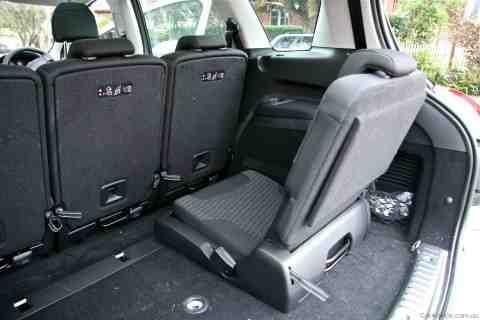 Peugeot-308 SW rear seat
