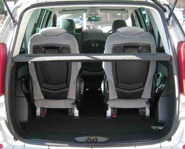 Peugeot 807 boot space